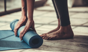 yogamat wordt opgerold